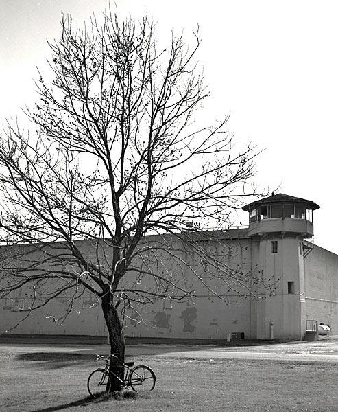 prison argumentative essay